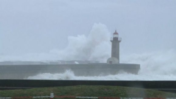 Mau tempo: Sete barras do continente fechadas devido à agitação marítima forte