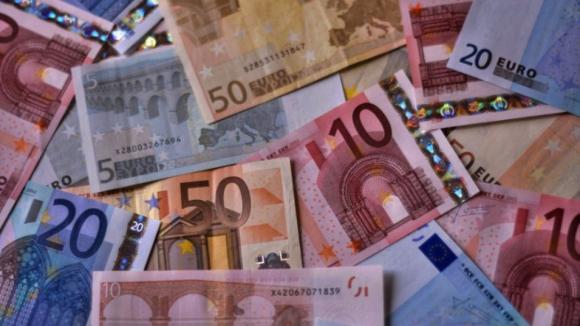 Governo aprova salário mínimo de 635 euros para 2020