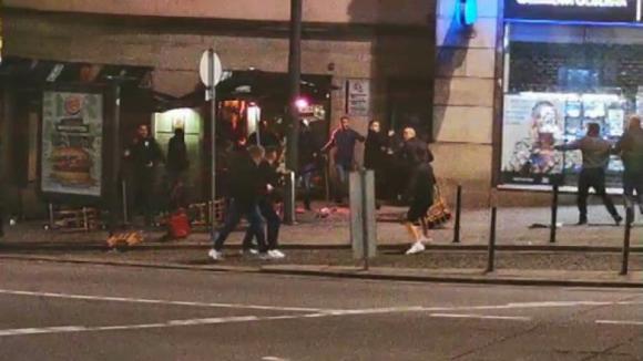 Novos vídeos mostram desacatos na cidade do Porto entre adeptos de futebol ingleses e belgas