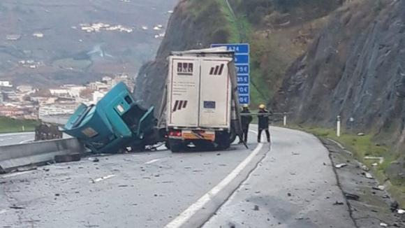 A24 cortada entre Lamego e Régua devido a despiste de camião