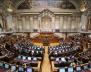"""Novo executivo motiva """"entra e sai"""" nas bancadas parlamentares de PS, PSD e CDS-PP"""