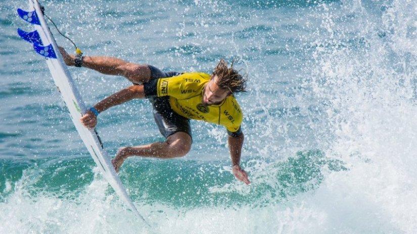Circuito Mundial De Surf : Frederico morais assegura presença no circuito mundial de
